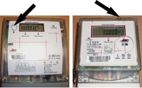 Två olika elmätare där displayknapparna sitter på olika ställen.